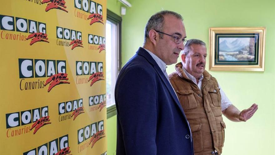 Rafael Hernández (derecha), de COAG-Canarias, y José Reyes, representante del Consorcio de Comunidades de Regantes del Noroeste de Gran Canaria