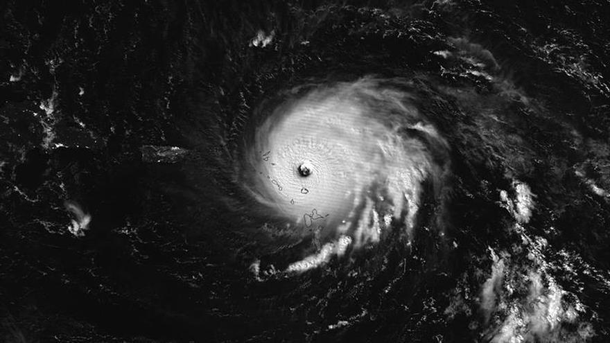 Irma se enfila a La Española tras causar estragos en las Antillas y Puerto Rico