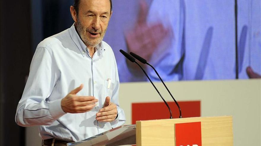 """Rubalcaba sostiene que detrás de la """"coartada"""" de la eficacia se esconde la desigualdad"""