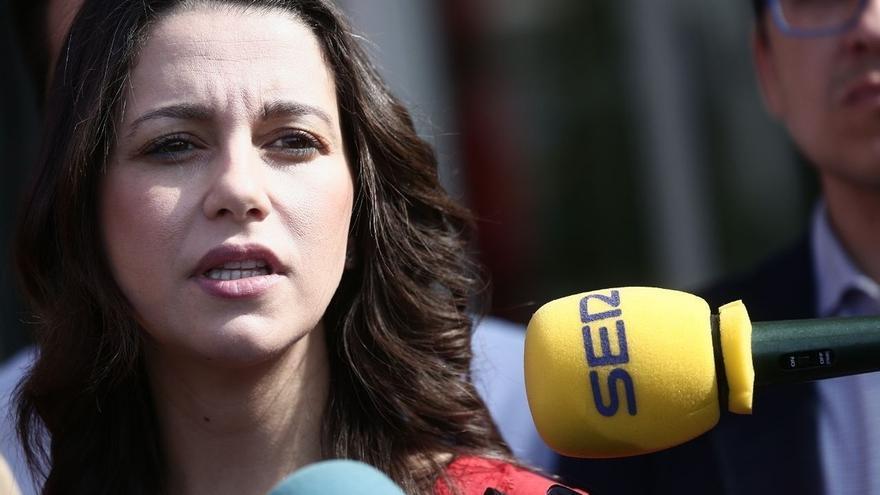 """Arrimadas deplora que el Govern trate de """"adoctrinar"""" a los niños catalanes"""