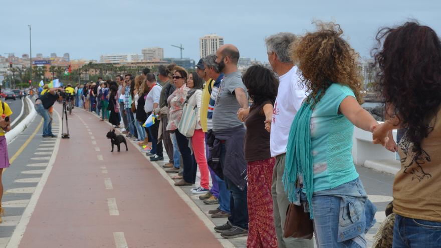 Cadena humana en la Avenida Marítima de Las Palmas de Gran Canaria. Sí o Sí Comunicación