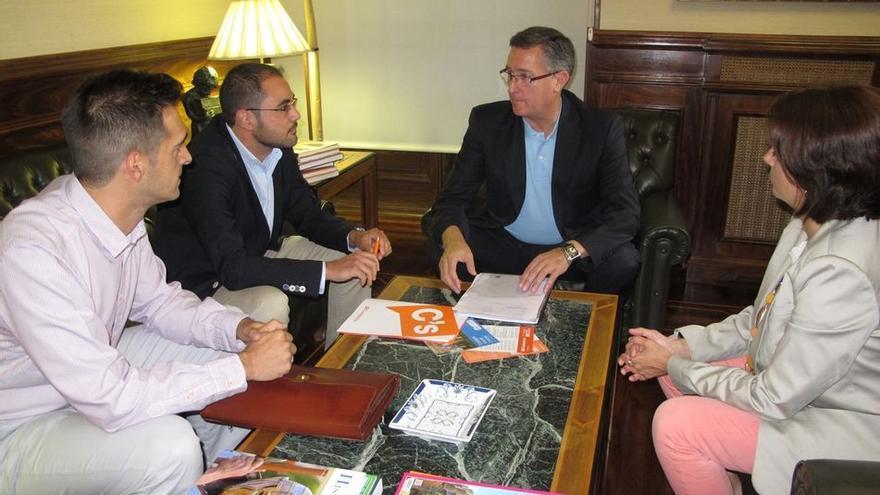En el centro el alcalde de Teruel, Manuel Blasco.