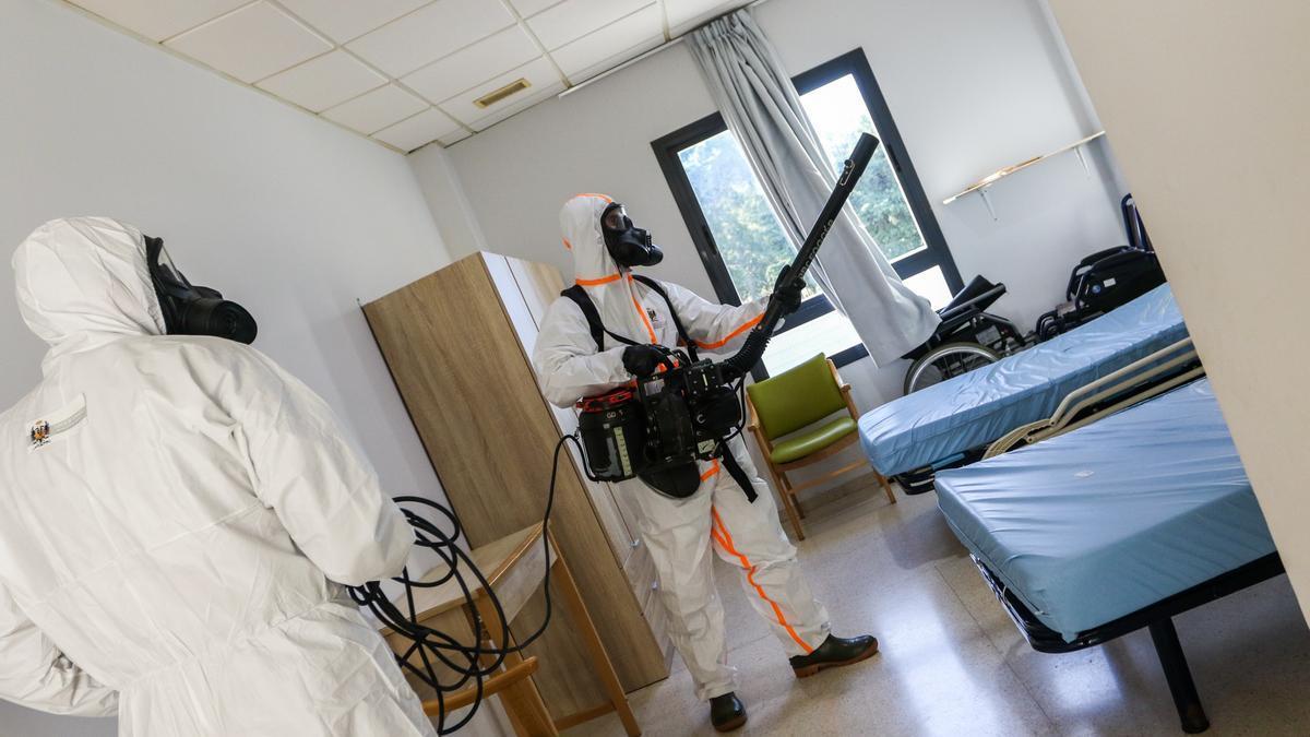 Desinfección de un centro de mayores en Cádiz