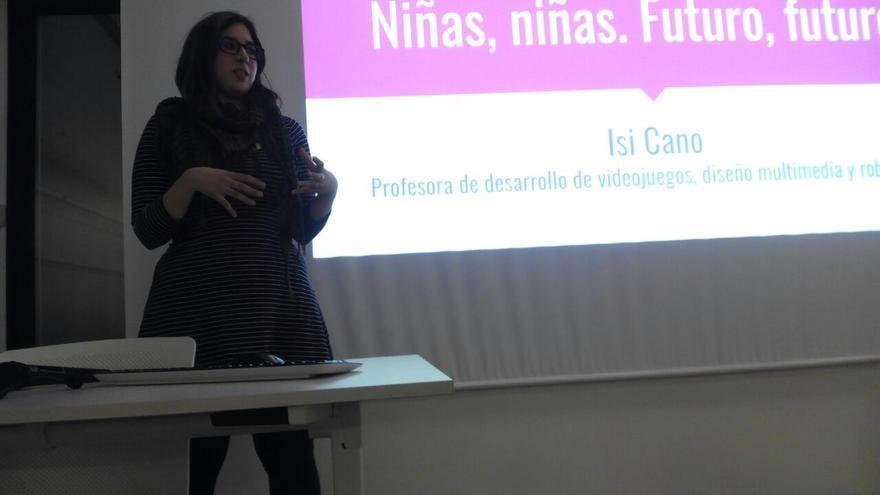 Isabel Cano, Diseñadora UX (Diseño de Experiencia de Usuario) y profesora de desarrollo de videojuegos, diseño multimedia y robótica.