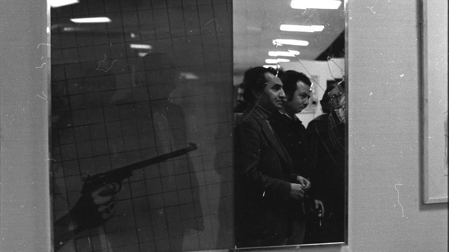 Ezzedine Kalak en la obra de Jacques Monory. Foto: Claude Lazar/MACBA