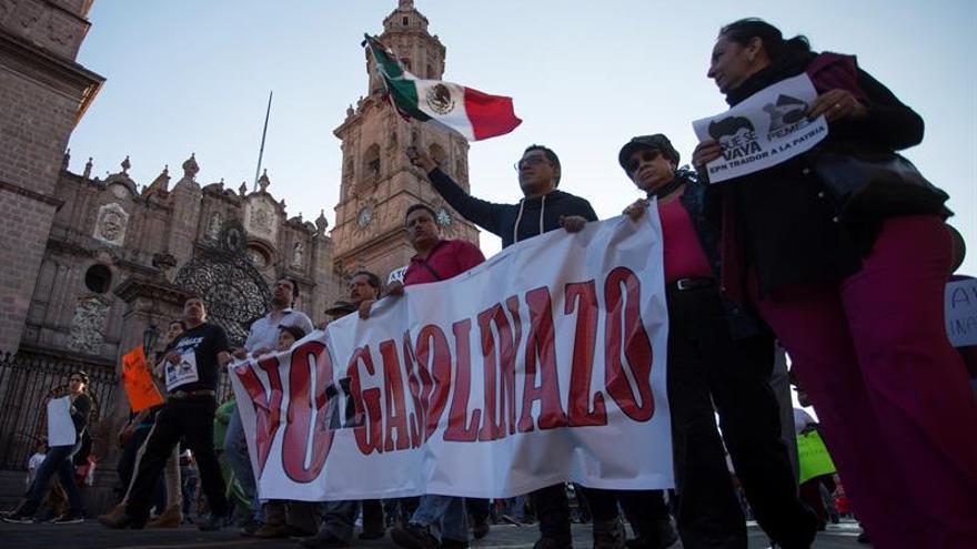 Las protestas por la subida de las gasolinas perfilan un nuevo movimiento contra Peña Nieto