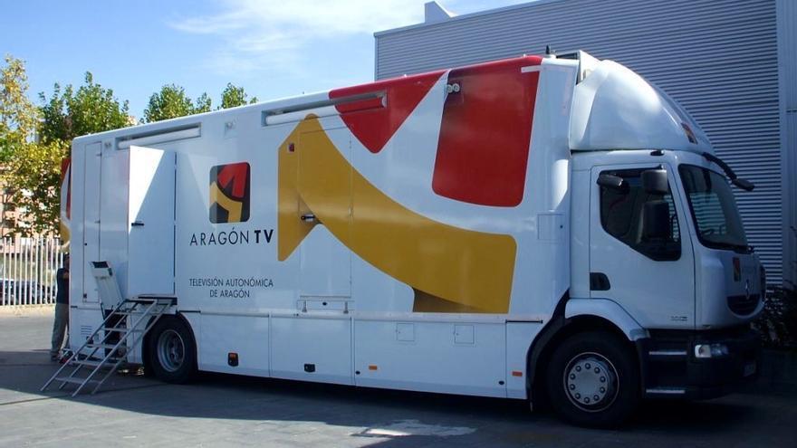 Unidad móvil de Aragón Televisión en la CARTV.