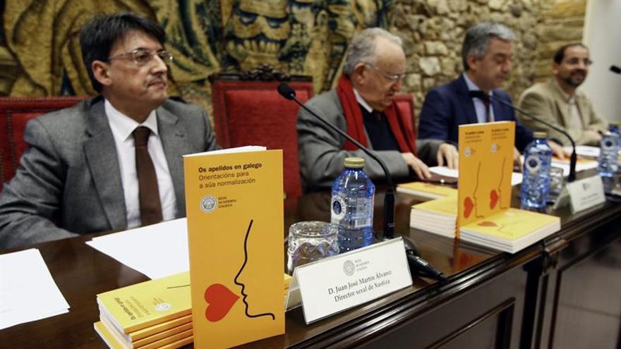 La RAG presenta un libro con los apellidos gallegos que fueron castellanizados