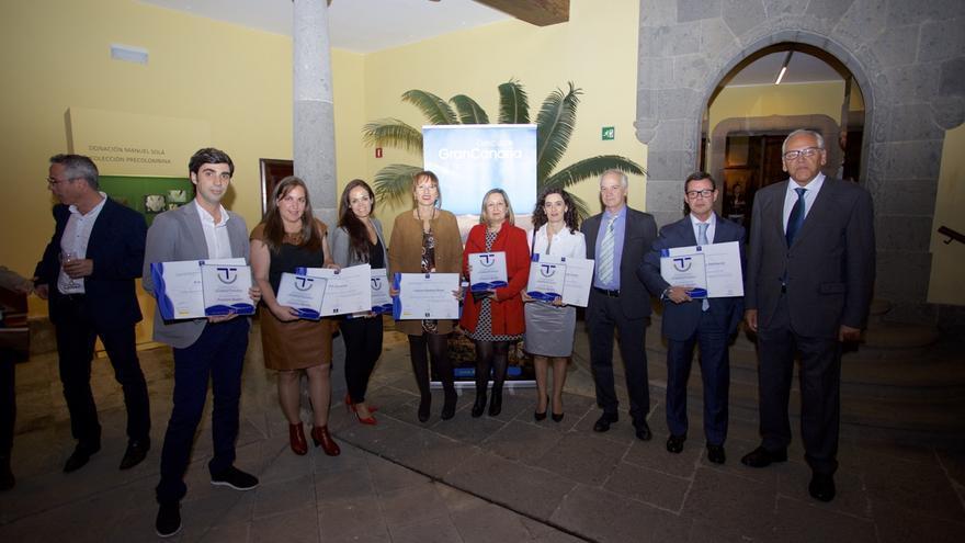 Los representantes de Lopesan con la consejera de Turismo del Cabildo de Gran Canaria, Inés Jiménez, y el concejal de Turismo de San Bartolomé de Tirajana, Ramón Suárez