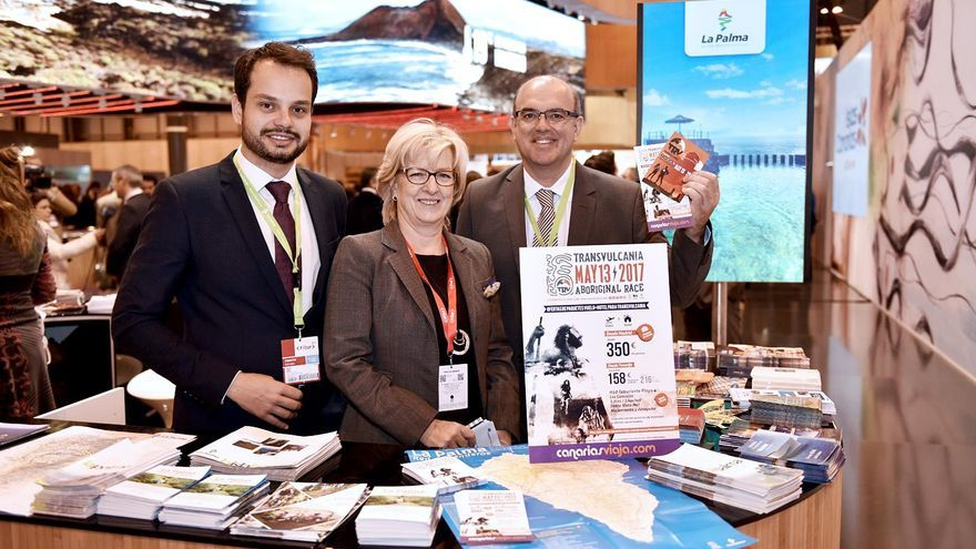 Jordi Pérez, consejero de Promoción Económica, Comercio, Empleo y Sodepal; Tina Sonck, directora de Canariasviaja.com, y Anselmo Pestana, presidente del Cabildo de La Palma.