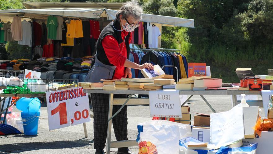 La Librera Feliz que regala libros en pequeños mercados de Roma