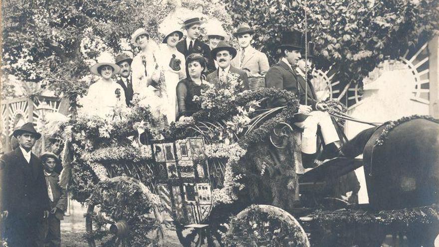 Imagen de la primera Batalla de las Flores de Córdoba, en 1915. Foto: Archivo Municipal