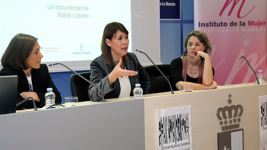 Mabel Lozano presenta junto a Araceli Martínez el documental 'Chicas Nuevas 24 Horas' / JCCM