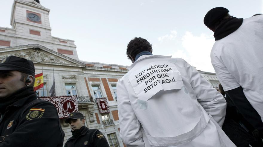 Prestas contra la privatización sanitaria en Madrid. / Efe