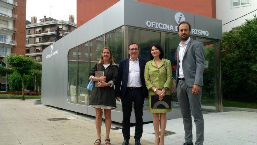 Abierta al público la nueva Oficina de Turismo que cuenta con personal de Cantur