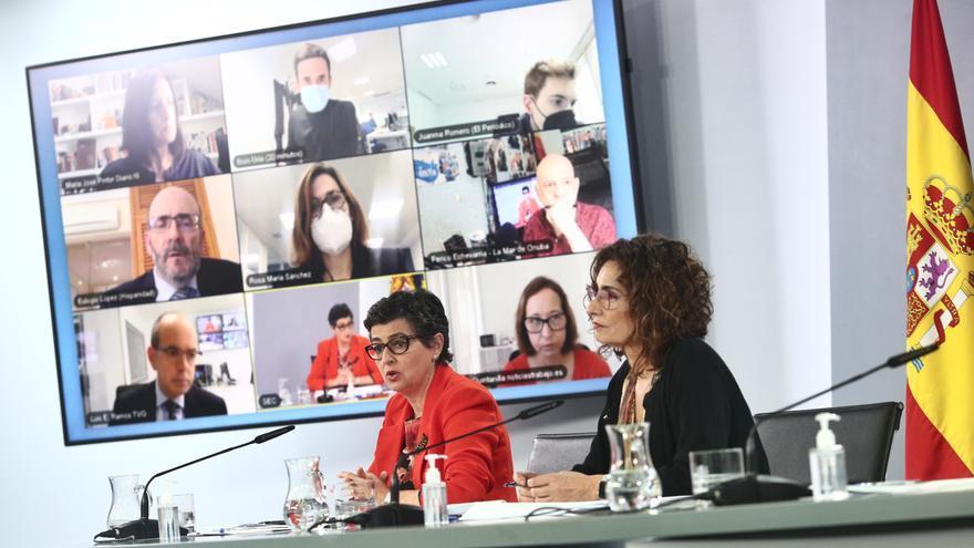 La ministra de Asuntos Exteriores, UE y Cooperación, Arancha González Laya, y la ministra de Hacienda, María Jesús Montero