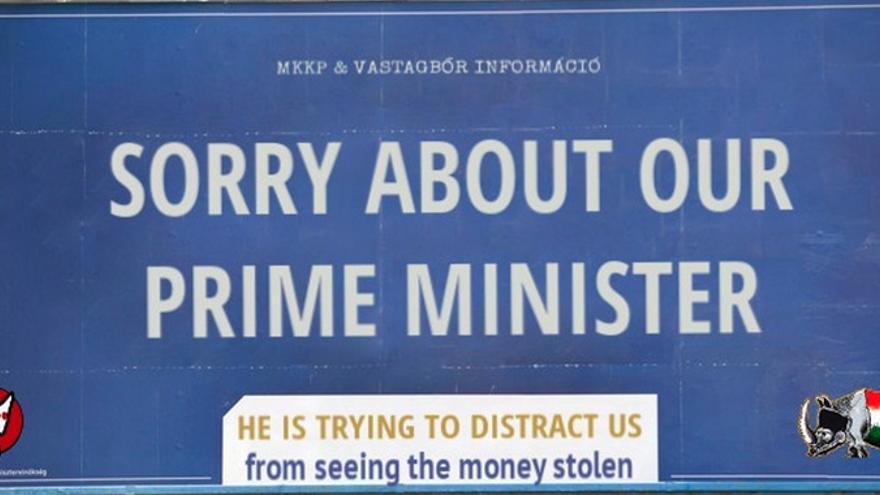 """""""Perdón por nuestro primer ministro. Está tratando de distraernos para que no veamos cómo se roban el dinero"""""""