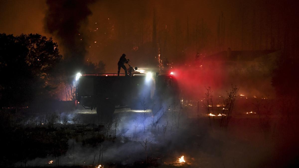 El fuego bordea Atenas