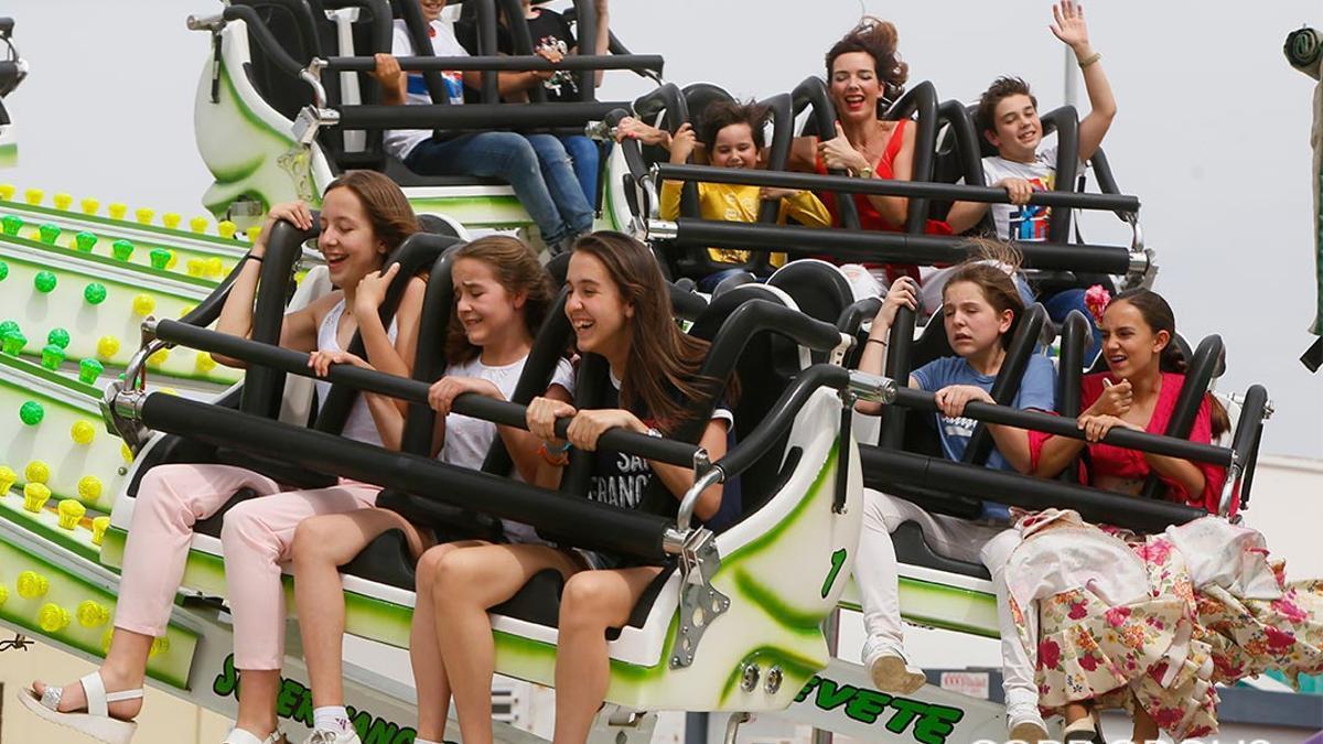 Atracciones repletas de jóvenes en la Feria | MADERO CUBERO