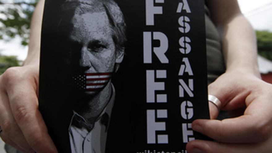 Imagen de un cartel pidiendo libertad para Julian Assange
