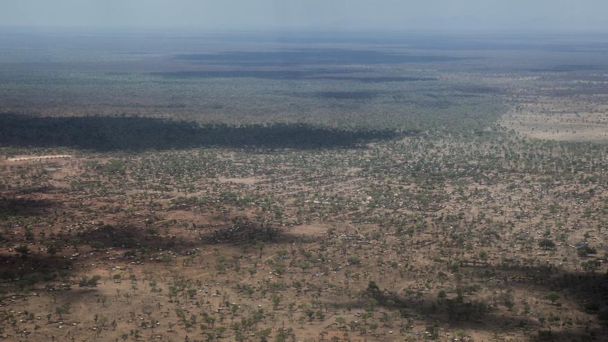 Yida es, en estos momentos, el campo de refugiados más grande de todo Sudán del Sur. Su extensión supera las 1.200 hectáreas. Vista área del campo de Yida. Fotografía: Yann Libessart/MSF