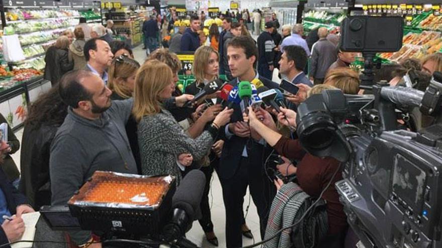 Aquilino López explica algunas de las novedades del nuevo modelo de tienda implantado por Mercadona
