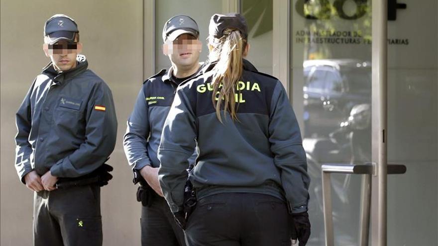 La Guardia Civil investiga la presunta malversación de fondos del AVE a Barcelona