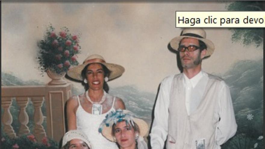Carmen Martell y su familia con vestimenta indiana.