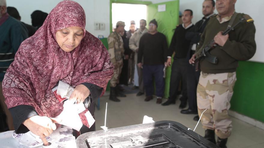 """Los Hermanos Musulmanes anuncian el triunfo del """"sí"""" en el referéndum de Egipto"""