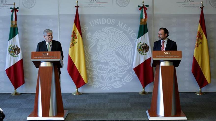"""México pide """"examen de conciencia"""" a empresas que buscan construir muro"""