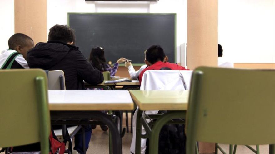 Los niños de entre 12 y 17 años pasan más horas en internet que en el colegio