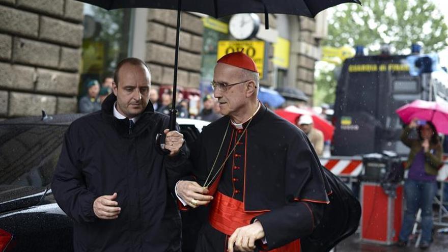 El cardenal Bertone sabía que un hospital pagó las obras de su ático, según un semanario romano