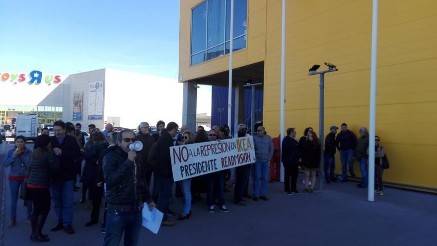 Protestas ante el despido de un sindicalista en la empresa de Ikea hace dos meses