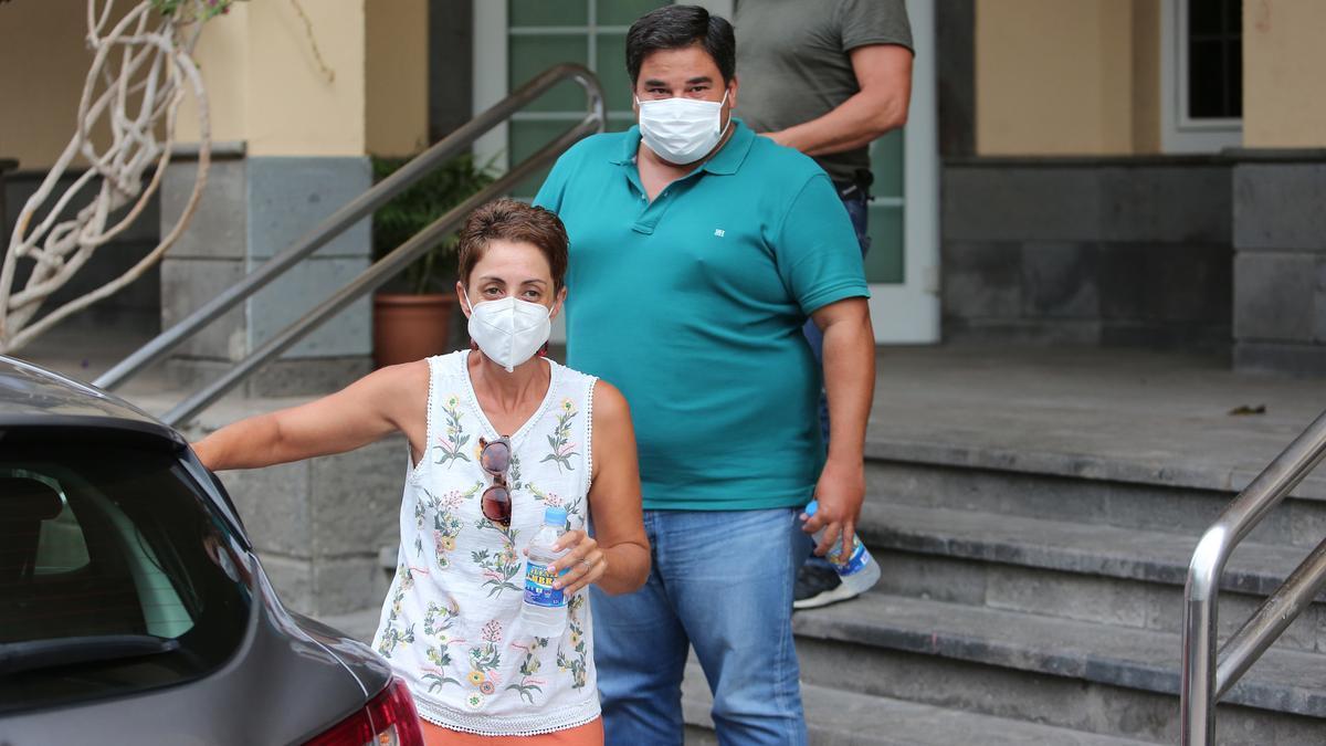 Onalia Bueno y Mencey Navarro, el día de su detención. (ALEJANDRO RAMOS)
