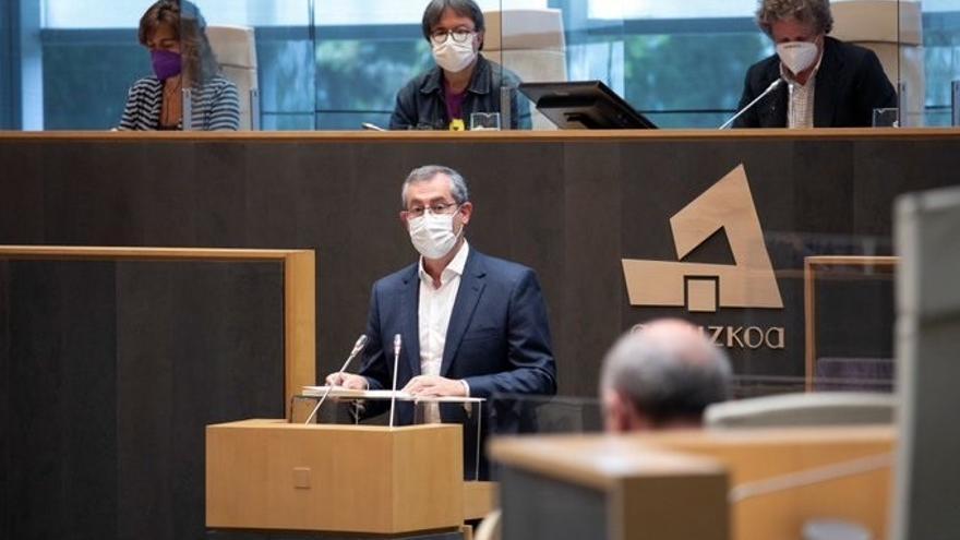 El diputado general de Gipuzkoa, Markel Olano, interviene en el Pleno de Política General