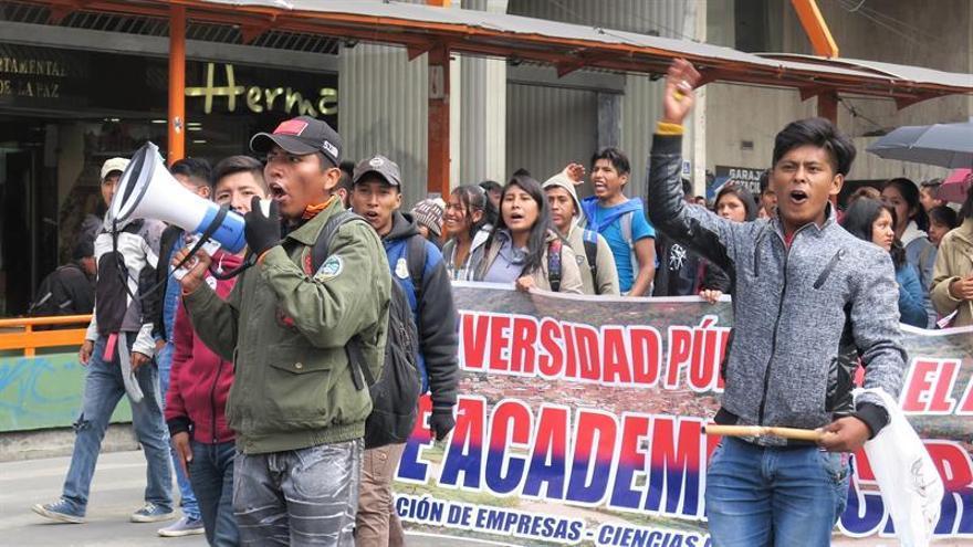 Diez detenidos y cinco policías heridos en protesta de universitarios en Bolivia