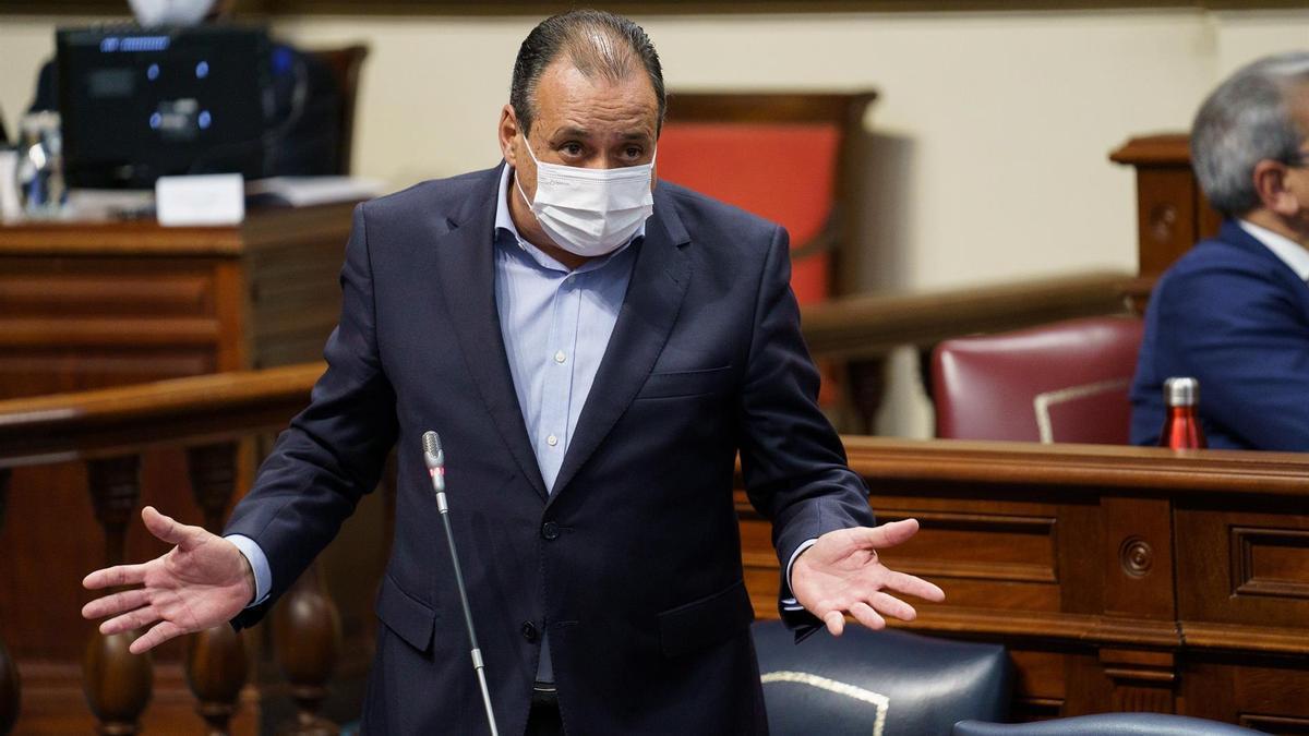 El consejero de Sanidad, Blas Trujillo, en el Parlamento autonómico este martes