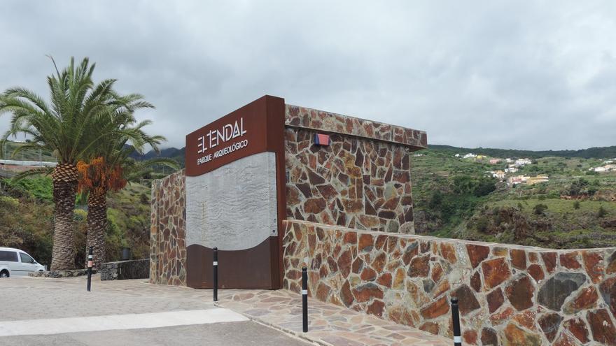 Puerta de entrada al Centro de Visitantes de El Tendal.