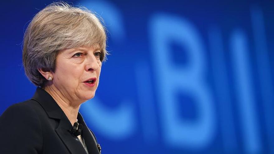May se reúne con líderes políticos para abordar el escándalo de los abusos