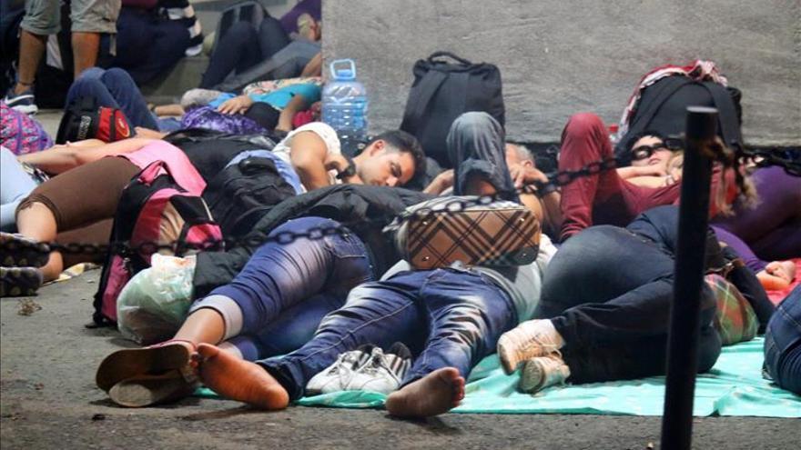 Unos mil inmigrantes cubanos varados en Costa Rica permanecen en albergues