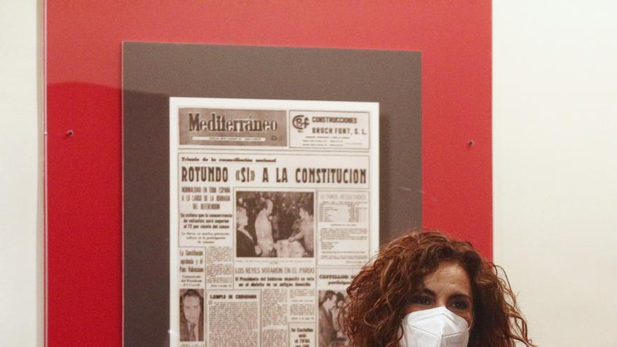 La ministra de Hacienda, María Jesús Montero, a su llegada a una rueda de prensa posterior al Consejo de Ministros, a 27 de abril de 2021, en el Complejo de la Moncloa, Madrid, (España).