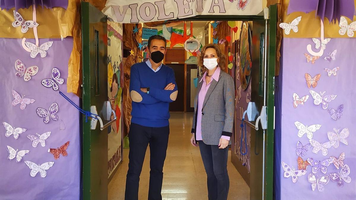 La delegada de Educación y Deporte de la Junta de Andalucía en Córdoba, Inmaculada Troncoso, visita el colegio Gloria Fuertes.