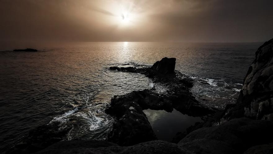Foto de la calima  tomada desde Fuencaliente elegida este lunes, 9 de marzo, como Imagen del Día de la Ciencia de la Tierra.