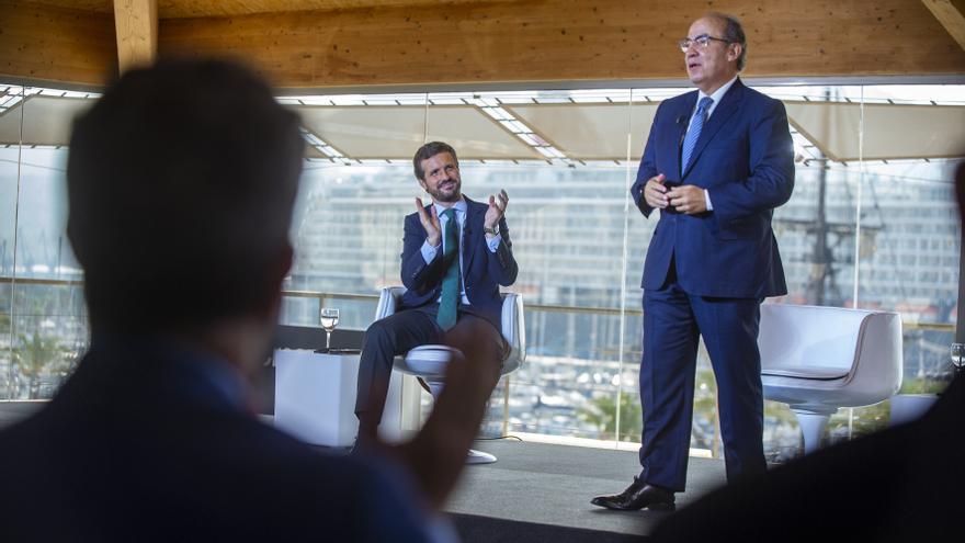 Casado aplaude al expresidente mexicano Felipe Calderón en la convención del PP.