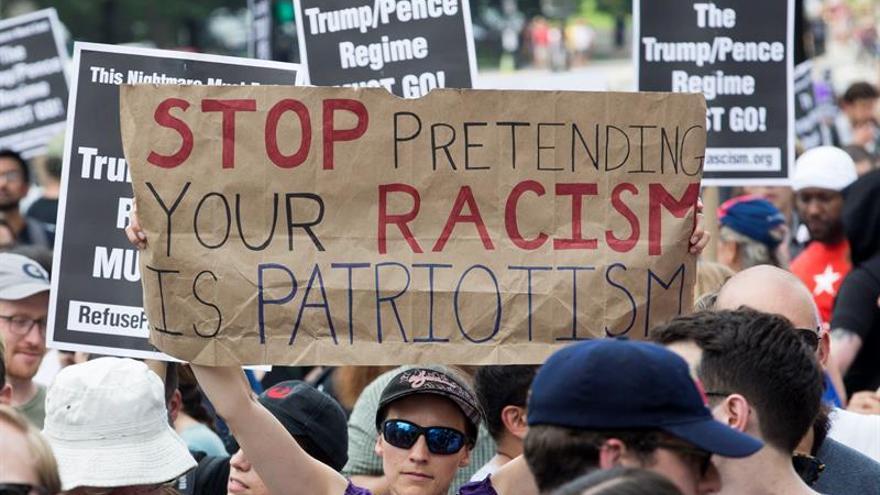 Los demócratas piden luchar contra el racismo en el aniversario de Charlottesville