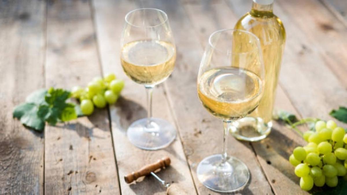 Vino blanco de uvas negras