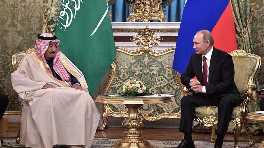 Putin y el rey saudí Salmán acuerdan mejorar la coordinación en los mercados de energía