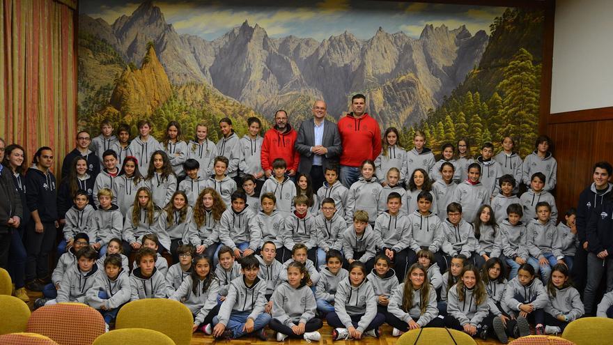 Visita de los escolares este viernes al Cabildo.