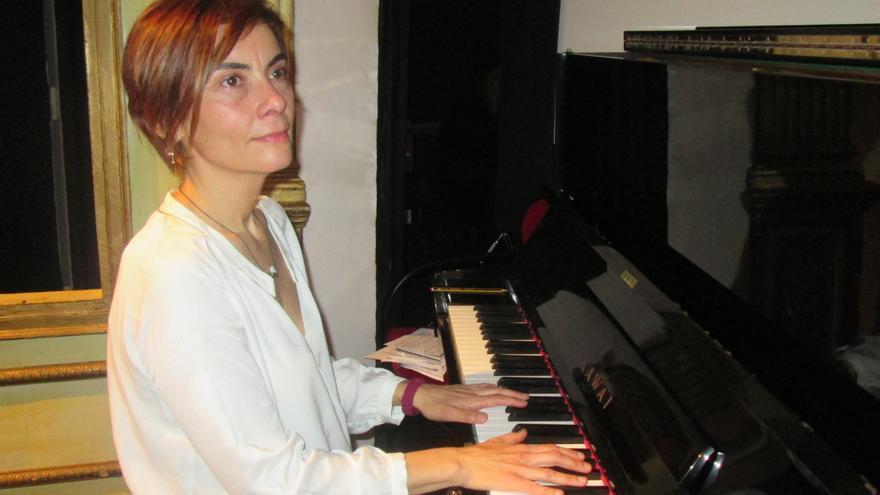 La pianista Inmaculada Marrero este sábado en el Teatro Chico. Foto: LUZ RODRÍGUEZ.