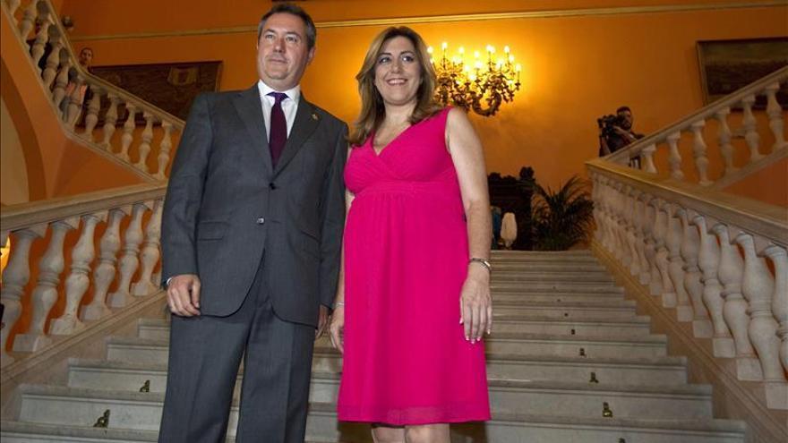 La presidenta andaluza, Susana Díaz, junto al alcalde de Sevilla, Juan Espadas.